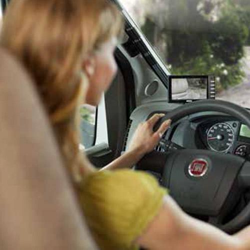 Rückfahr-Videosysteme / Multimedia Navigationssysteme